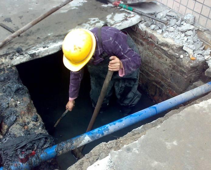 Thợ thông bồn cầu tại Hà Nội